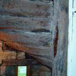 Restauration escalier à vis du XVIIème. marche et  contre marche massive en chêne. Habillage marche et contre marche en orme.