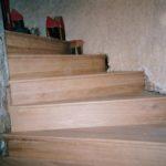 Restauration escalier à vis en bois du XVIIème -réhabillage en chêne.