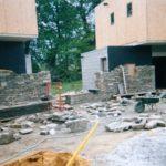 Maçonnerie pierre sèche sur maison neuve