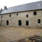 Reconstruction achevé - Référencé MH et dictionnaire des communes des Côtes d'Armor - Manoir de Logueltas gîte de France